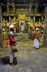 Blog--Kandy-Temple-of-The-Tooth-Relic-4