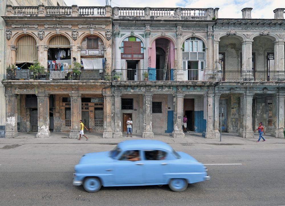 Havana - crumbling facades on the Prado 2 - Cuba