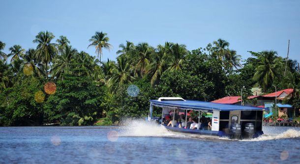 Riverboat-to-Mawamba-Lodge-5