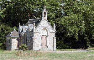 Chateau Fonteclose Chapel facade 1s