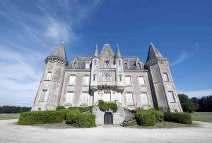 Chateau Fonteclose facade 4s
