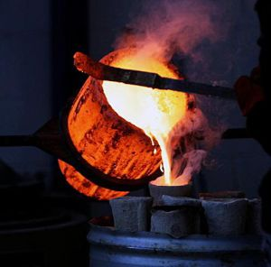 Lost Wax casting - pouring bronze to 1150C 9