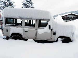 TLC Defender under snow