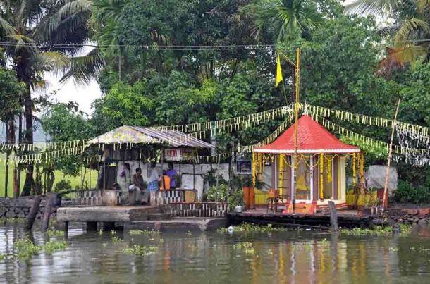 India, Kerala, Cochin, waterways temple 2