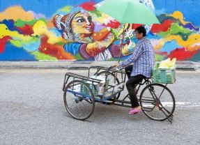 Singapore – colour & culture without character
